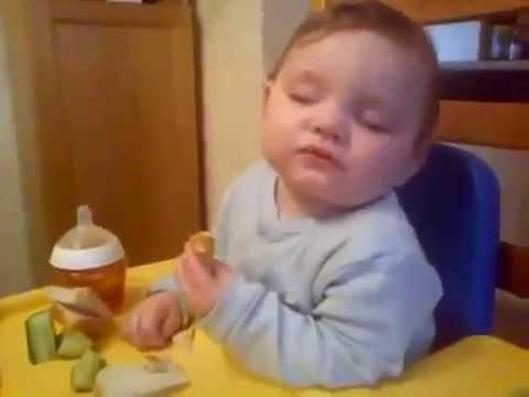 Yemek Yerken Uyuyan Bebekkkk