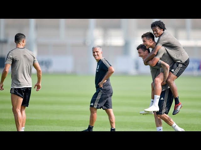 Juventus Weekly Workout: Shooting practice | Mario Mandzukic pays the forfeit!