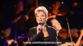 Elaine Paige performs