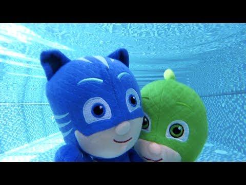 Pjamaskeliler havuzda yüzüyor Pijamaskeliler peluş Kedi çocuk ve Kertenkele havuzda stres çarkı