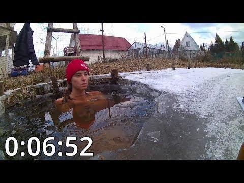 Осман Делибаш (Россия) установила рекорд, проведя 1 час в проруби с температурой воды 2°С.