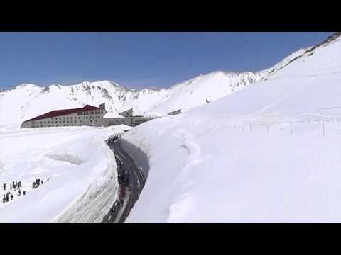 Дорога Сквозь Снег в Горах Японии. Road Through The Snow in Japan.