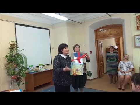 Марина Лыкова читает свои стихи в Кунгурской детской библиотеке им. Б.С.Рябинина