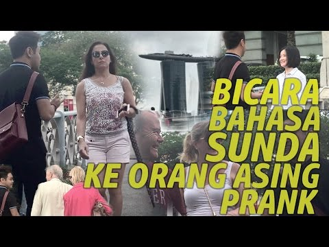 SPEAKING SUNDANESE TO STRANGERS IN SINGAPORE   PRANK INDONESIA