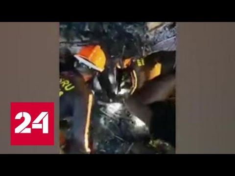 На Филиппинах санитарный самолет врезался в гостиницу - Россия 24