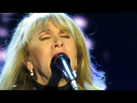 Stevie Nicks - Outside The Rain (Adelaide, 4 Nov 2017)