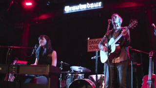 "Zapętlaj Lucy Schwartz - ""Darling I Do"" feat Landon Pigg (Live at The Troubadour in LA  02-24-10) | WorldofConcerts"