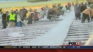 Shovelers clear out Lambeau Field