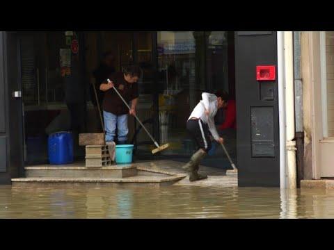 AFP: Crues dans le Doubs: à Ornans, on commence à déblayer