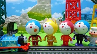 Thomas carry the freshly baked face of Anpanman!Everybody  Doraemon!wrong face!for kids!yupyon
