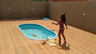 💃Thauany Sofia Apresentando Boneca Na Picina 👀