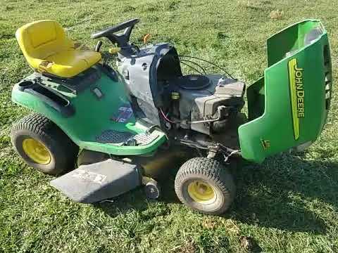 John Deere L111 Riding Lawn Mower