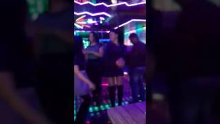 Красиво танцуют