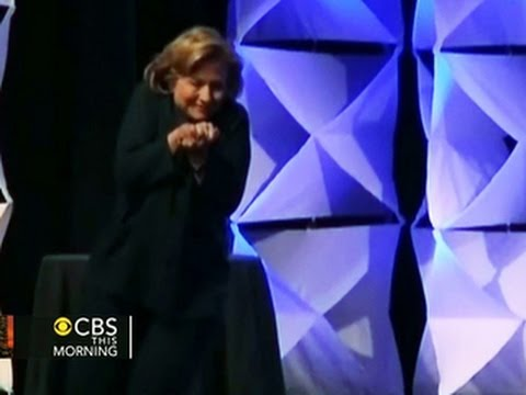 Headlines: Federal charges filed against woman who throws shoe at Hillary Clinton