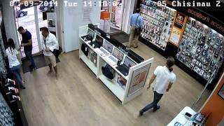 Doi moldoveni au furat azi din magazin un Iphone 5s. Îi cunoști?