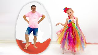 Nastya và cha cô thu thập và khám phá những điều ngạc nhiên