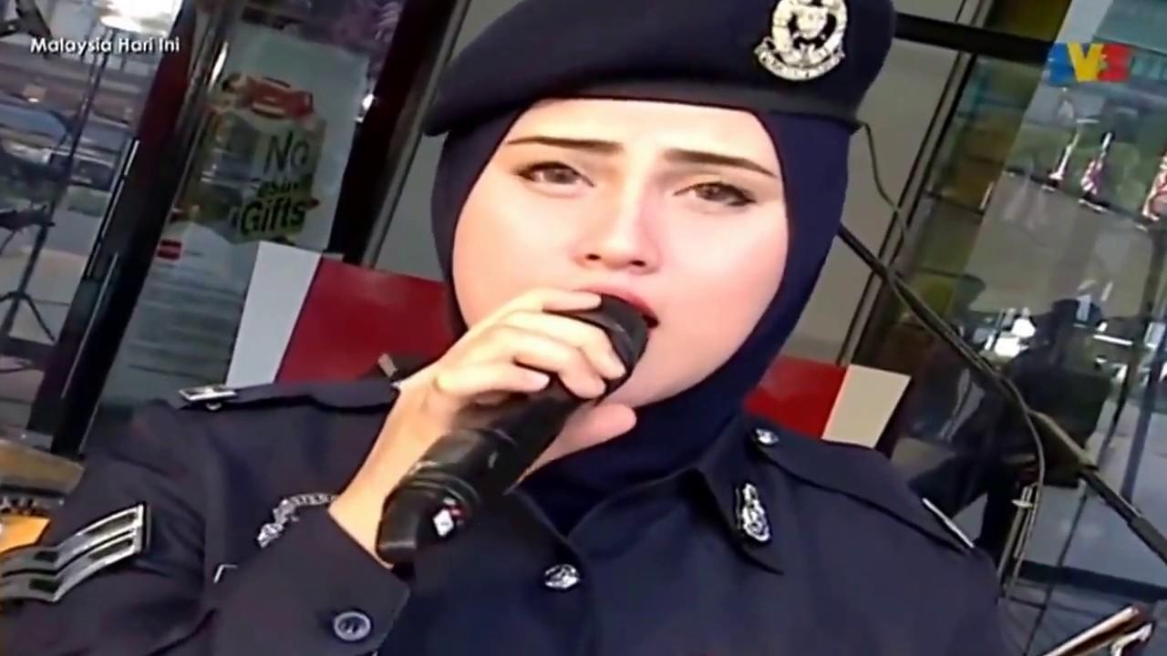 Akak Polis Suara Merdu  / Wani Hasrita