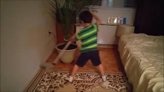 amazing! how to mop learn from this boy учитесь мыть пол у этого ребенка