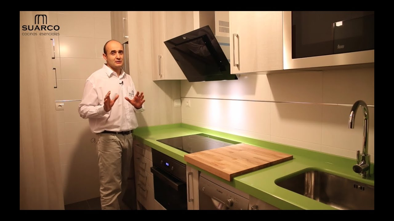 Videos muebles de cocinas peque as modernas color madera y for Colores para cocinas modernas pequenas