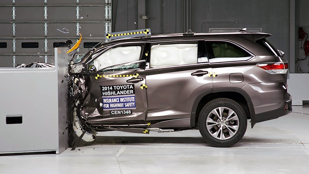 2014 Toyota Highlander driver-side small overlap IIHS ...