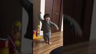2歳2カ月息子が一休さんのうたを聞いて大興奮^_^