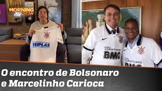Virou casaca? Bolsonaro veste camisa do Corinthians dada por Marcelinho