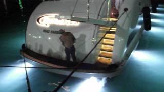 пяный и английская яхта в Ялте(происходит это на день города в Ялте,этот человек собрал на набережной толпу больше чем танцоры, цирк был..., 2012-08-16T20:19:20.000Z)