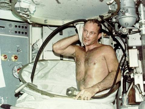 astronauts in space blowing nose - photo #41