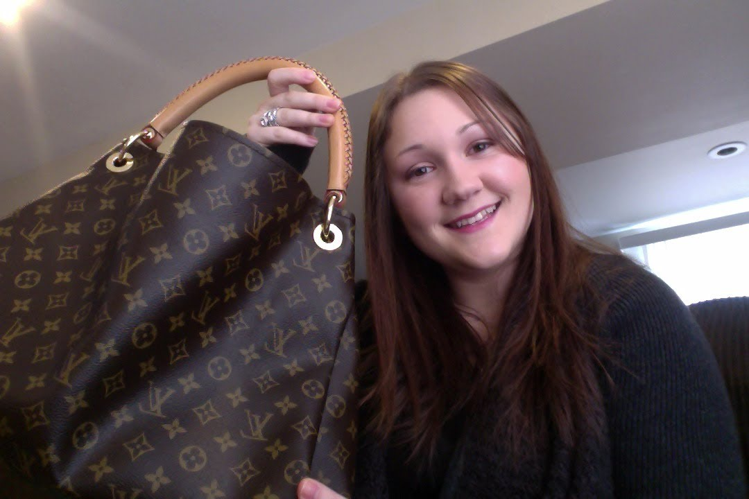 aa06fa58dfea Review  Louis Vuitton Artsy MM - YouTube