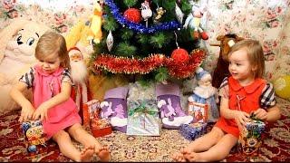 ПОДАРКИ! Что Дед Мороз подарил нам на Новый год?(Влог. ПОДАРКИ! Подарки под елочкой от Деда Мороза. Что Дед Мороз подарил нам на Новый год?Утро нового года...., 2016-01-02T08:11:47.000Z)