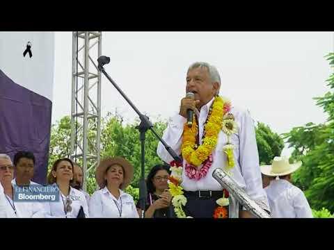 AMLO se reúne en Iguala, con padres de los 43 normalistas