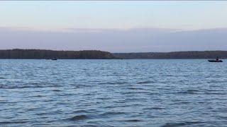 Ловля СУДАКА на Яузском вдхр!!! ДЖИГ ОСЕНЬЮ в стоячей воде!!! Рыбалка с лодки на водохранилище!!!
