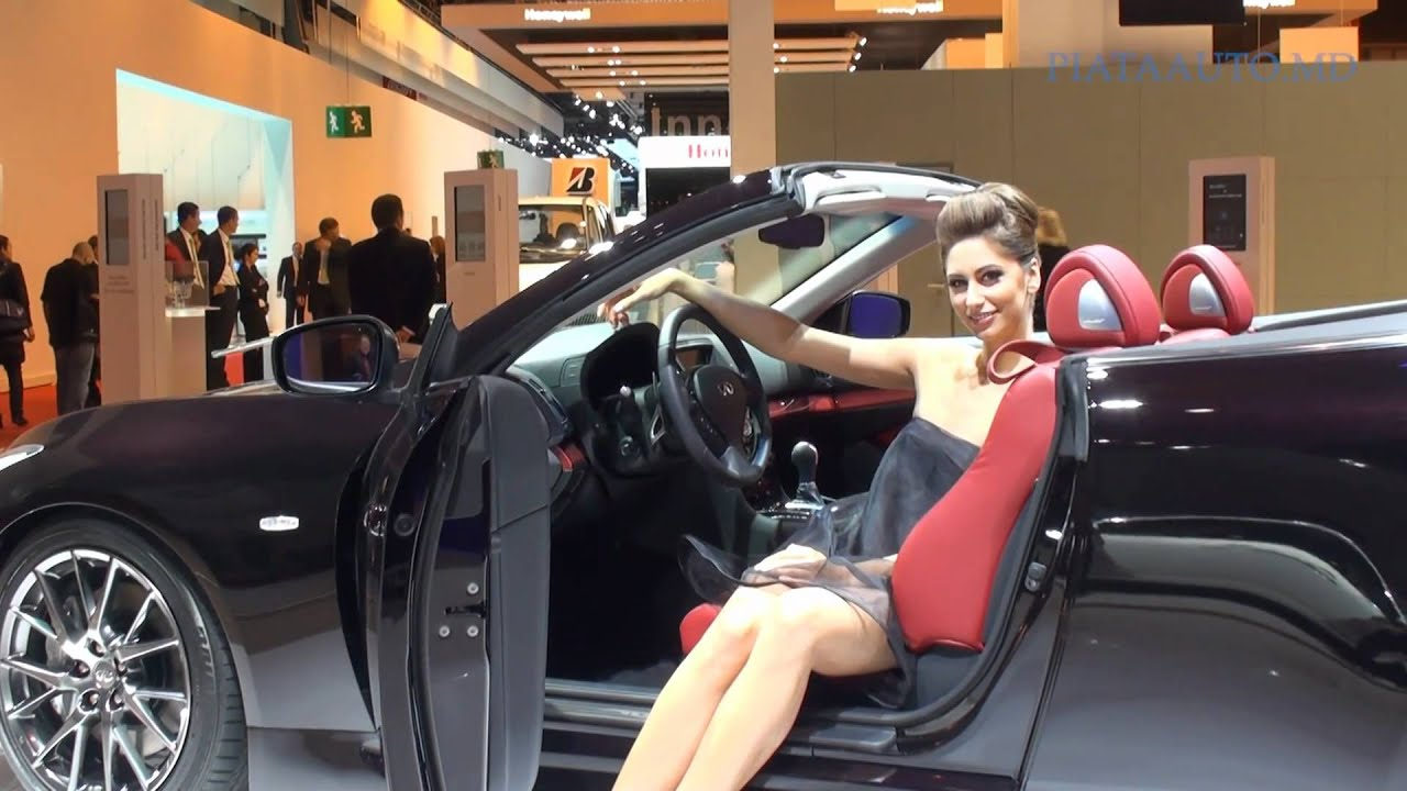 sexy girls at autosalon paris mondial de l 39 automobile 2010 youtube. Black Bedroom Furniture Sets. Home Design Ideas