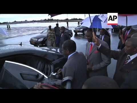 Mugabe arrives home under intense health scrutiny