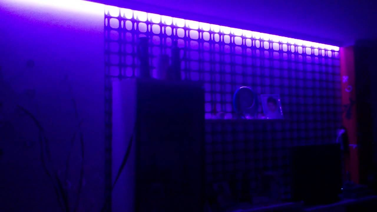 Decoraci n de un sal n con luces led rgb youtube - Decoracion con luces ...