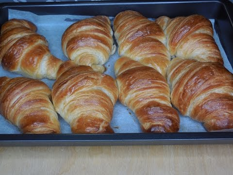 HOW TO MAKE CROISSANTS RECIPE - HOMEMADE CROISSANTS