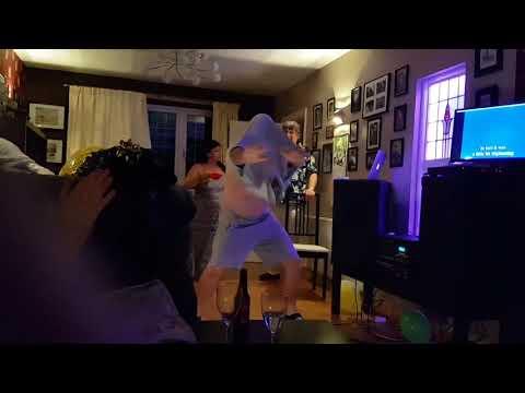 Kung Fu Fighting, When The Karaoke Starts To Rock lol