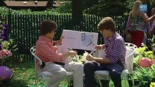 "Cole & Dylan Sprouse Read ""Jeremy Draws a Monster"""