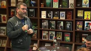 Евгений Гришковец  в кафе книжного магазина «Polaris».