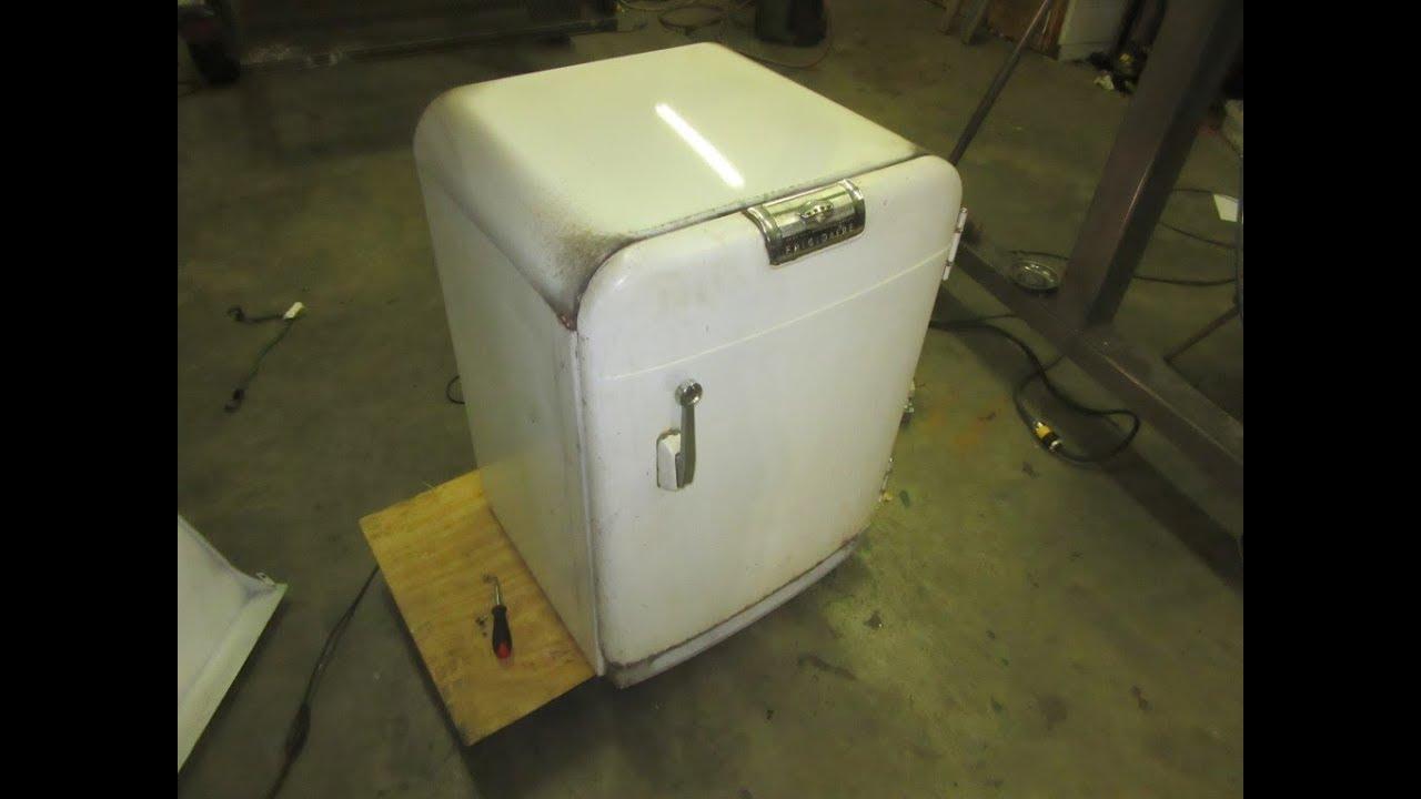 Vintage Frigidaire AM-43F Mini Refrigerator