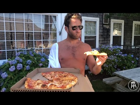 Barstool Pizza Review - Sophie T's Pizza (Nantucket)