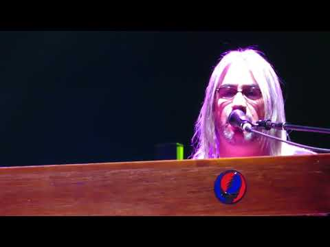 "Jeff Chimenti singing with Dead and Company in Charlotte 11/29/2017 ""The Weight"""