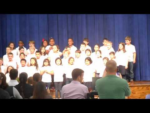 Kolter Elementary School 2nd Grade Spanish class sings 3 cerditos (3 Little Pigs spanish)