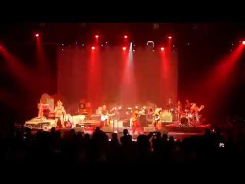 Naif - Mobil Balap (live at Konser 7 Bidadari)