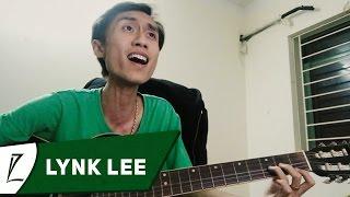 Lynk Lee tập Guitar bài Thành phố buồn