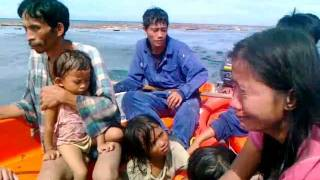 typhoon sendong survivors part 2 floating at ILIGAN BAY..seeking help and rescued ALIVE