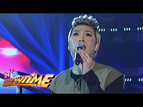 It's Showtime: Vice sings 'Don't Cry For Me Argentina'