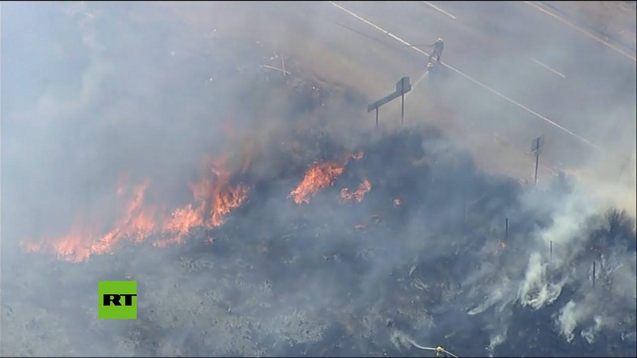 Un grave incendio forestal azota California