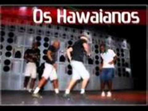 os havaianos embrasando envolvendo