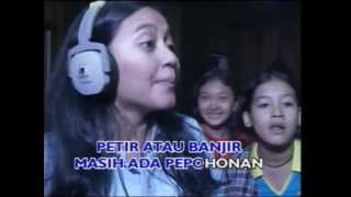 Jangan Risaukan (OST.  1 Kakak 7 Ponakan) (Originial Video Clip) - Various Artists
